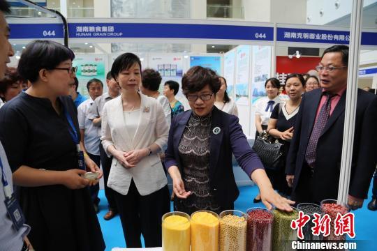 2017年粮食科技活动周销区会场活动在深圳举办 汪慧 摄