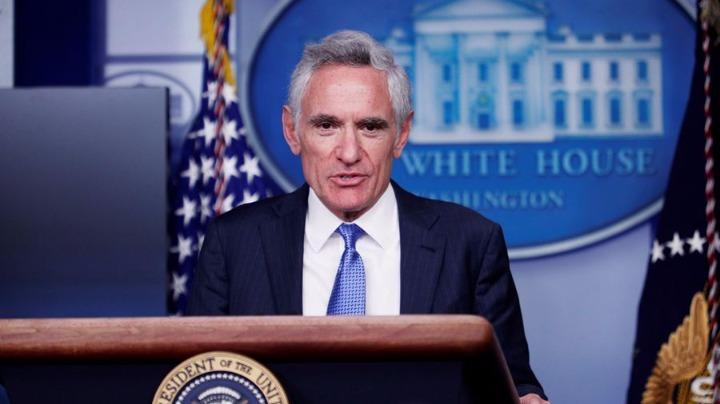 白宫新冠病毒顾问称戴口罩没用 遭推特删文:具有误导性